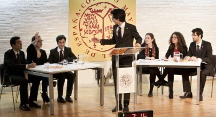 Debate universitario: un arma eficaz para el futuro de los jóvenes