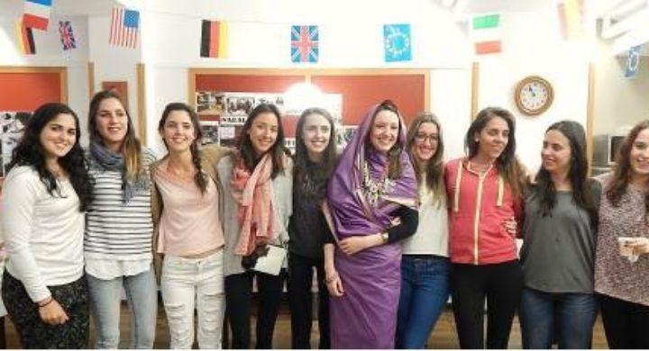 VIII Feria de las culturas en el CMU Lestonnac
