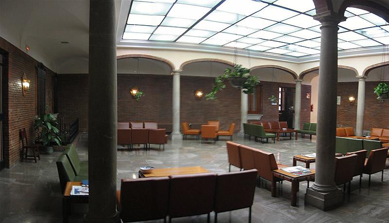 El Colegio Mayor Santa María es un centro adscrito a la Universidad de  Granada y está asociado al Consejo de Colegios Mayores