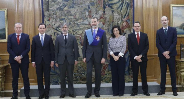 Felipe VI recibe la Beca de Honor del Consejo de Colegios Mayores